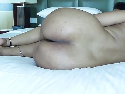 DESI PLUMP BOOTY SPREADING HER LEGS Display ASS HOLE FOR ANAL SEX